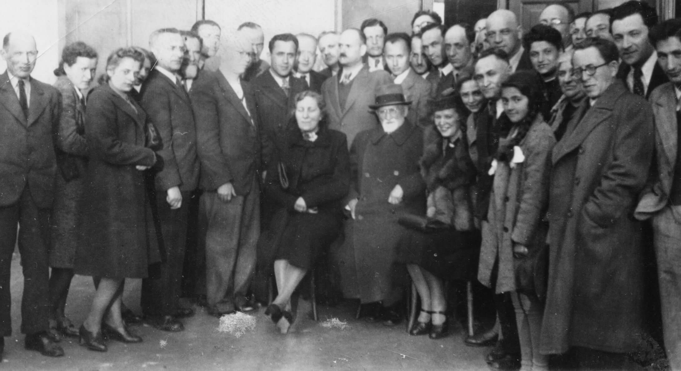 Historian Simon Dubnow posing with a group of Jewish refugee writers during his visit to the refugee shelter