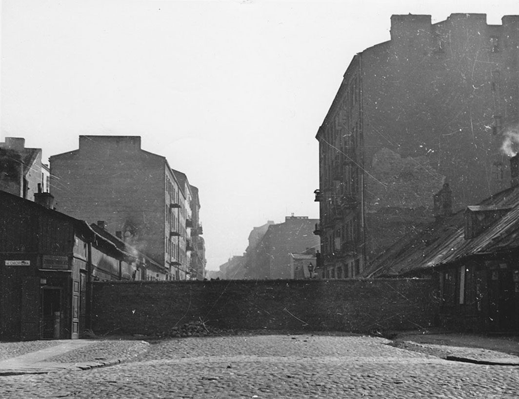 Photograph of the wall separating the ghetto from Warsaw