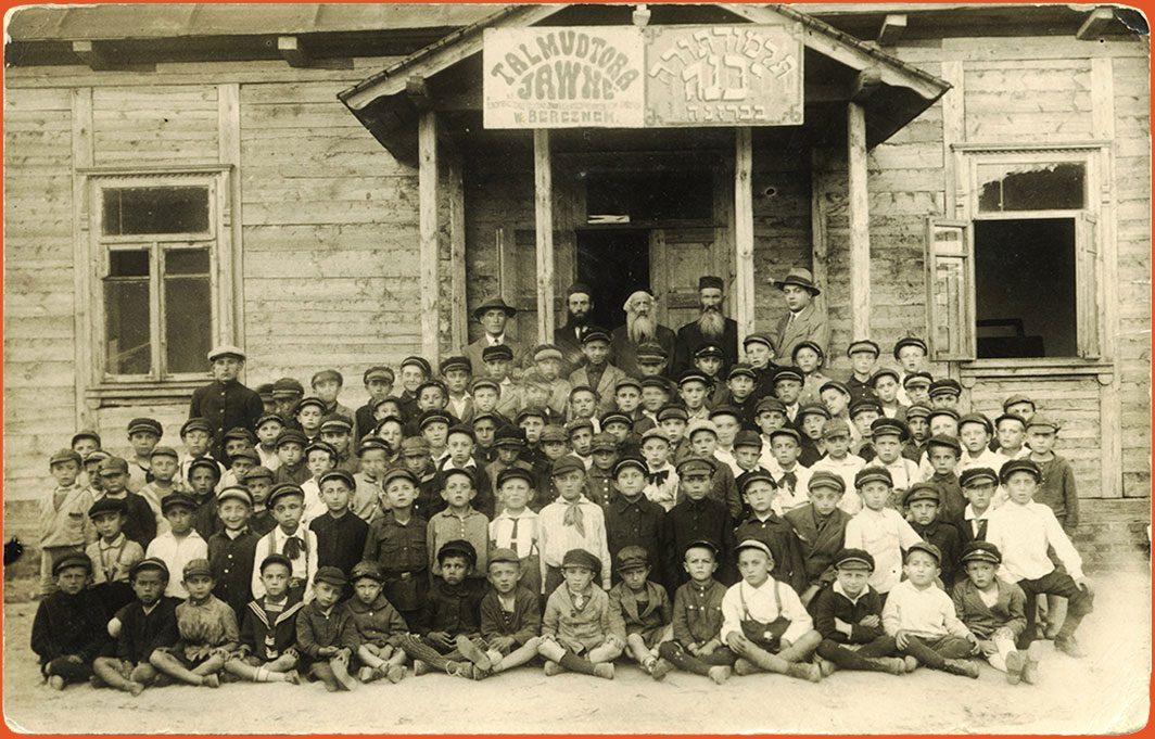 Class portrait of school children