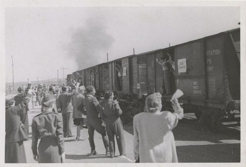 Refugees departing by train for America