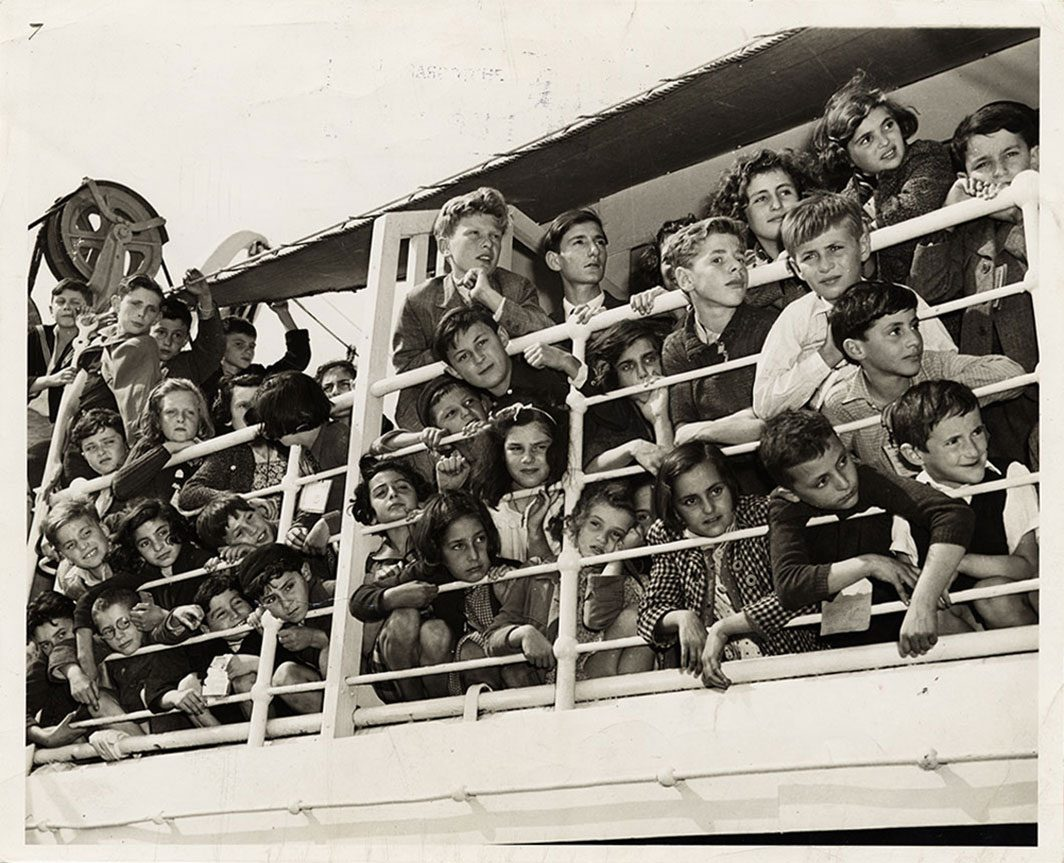Children arriving in America on a large ship