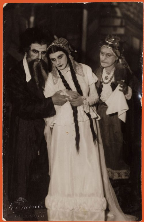 Three actors in the play Der Dybbuk