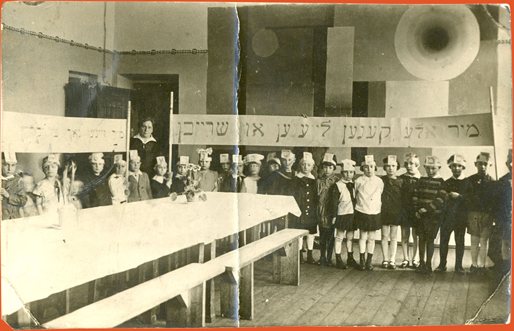 Teacher Stefania Szabad with a class in a Yiddish school
