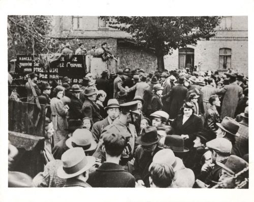 Photograph of Polish Jews expelled from Germany